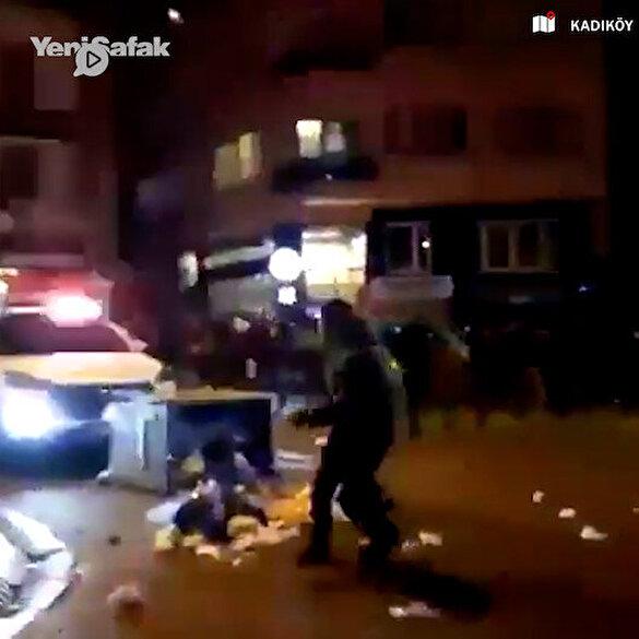 Kadıköy'de önü kesilen polis aracına saldırı anı kamerada