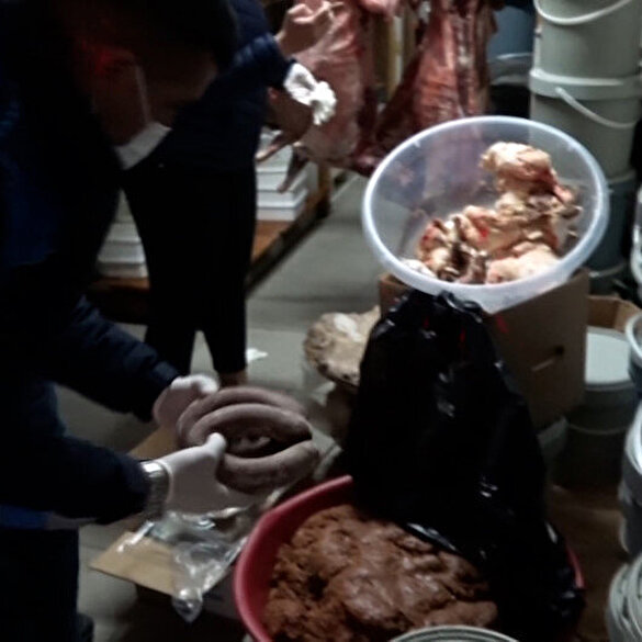 Mersin'de mide bulandıran görüntü: Bozulmuş ve kokmuş gıdalar imha edildi