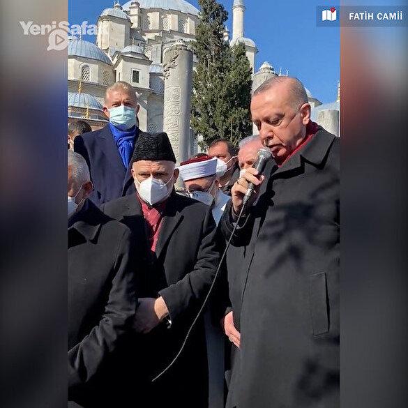 Cumhurbaşkan Erdoğan Muhammed Emin Saraç Hoca'nın kabri başında Fatiha Suresi'ni okudu