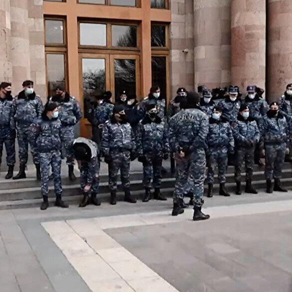Η Αρμενική αστυνομία απέκλεισε το κυβερνητικό κτίριο