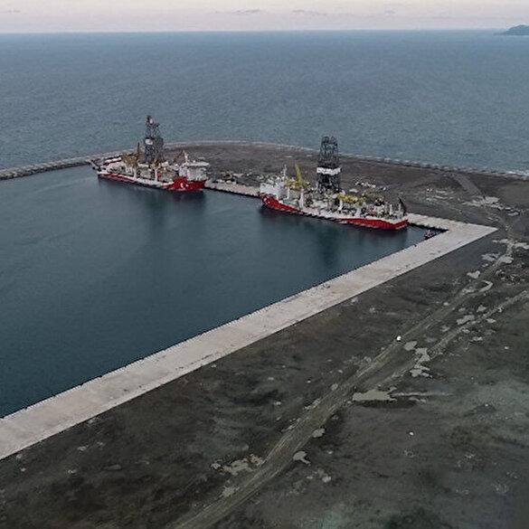Fatih ve Kanuni sondaj gemileri Filyos Limanı'nda bir araya geldi