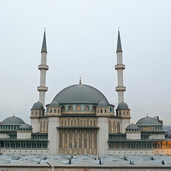 Taksim Cami tüm heybetiyle 11 ayın sultanına hazırlanıyor