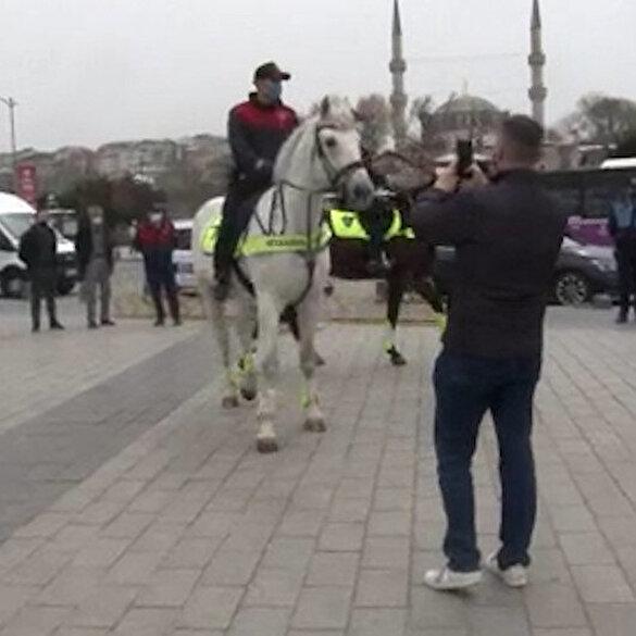 Üsküdar Sahili'ndeki denetimde atlı birliklere turistler yoğun ilgi gösterdi