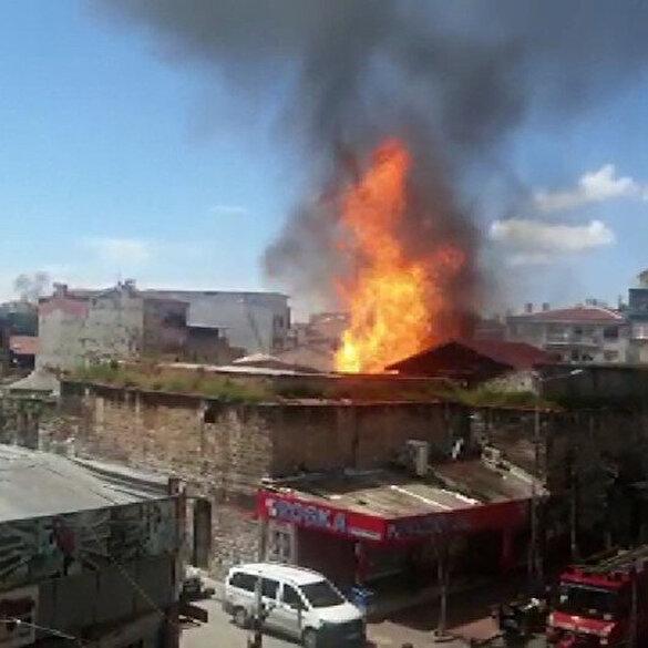 Fatih'te Kaçakçılık Şube Müdürlüğüne ait depoda yangın çıktı