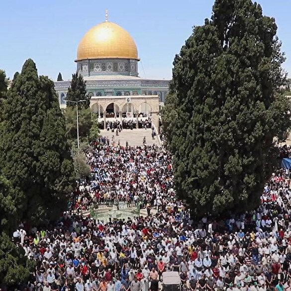 Mescid-i Aksa'da ramazan ayının son cumasını 70 bin kişi kıldı