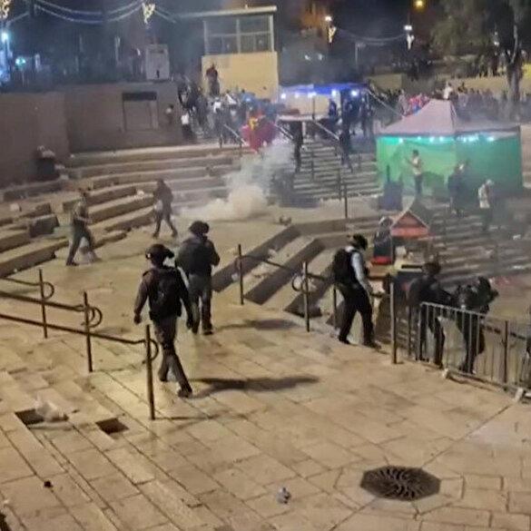 İşgalci İsrail polisi Şam Kapısı'nda toplanan Filistinlilere ses bombalarıyla saldırıyor