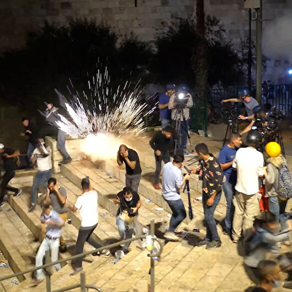 İşgalci İsrail polisi Filistinlilere Toma ve atlı birlikleriyle müdahale etti