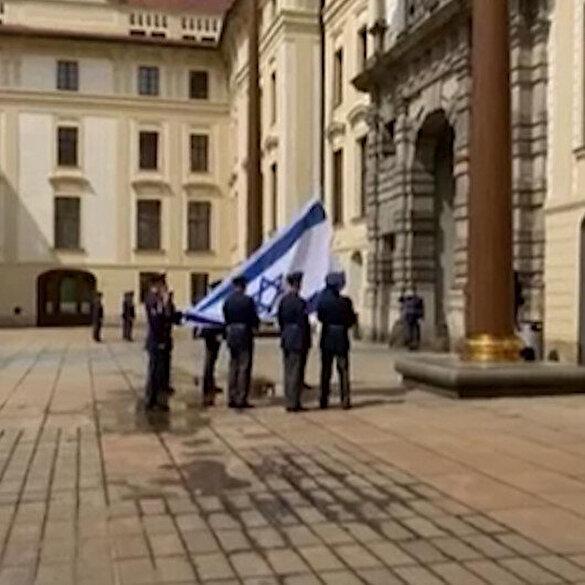 Çekya'dan işgalcilere destek: Prag Kalesi'ne İsrail bayrağı asıldı