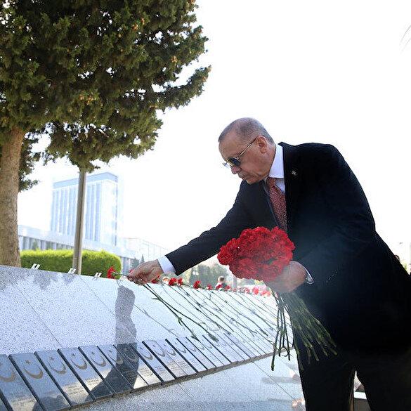 Cumhurbaşkanı Erdoğan'dan Bakü'deki Türk Şehitliği'ne ziyaret