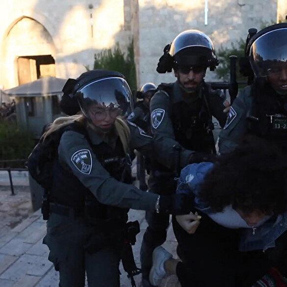 İşgalci İsrail polisi Hazreti Muhammed'e hakareti protesto etmek için toplanan Filistinlilere saldırdı