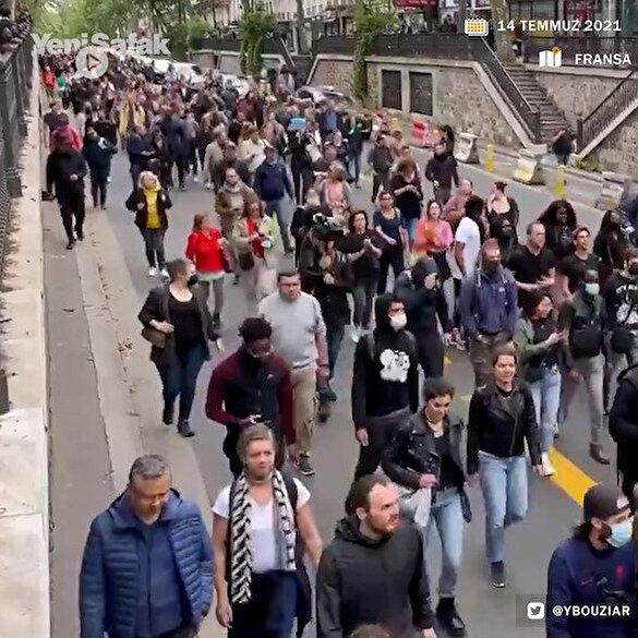 Paris caddeleri Macron karşıtı protestocuların 'Kahrolsun diktatör' sloganlarıyla inledi