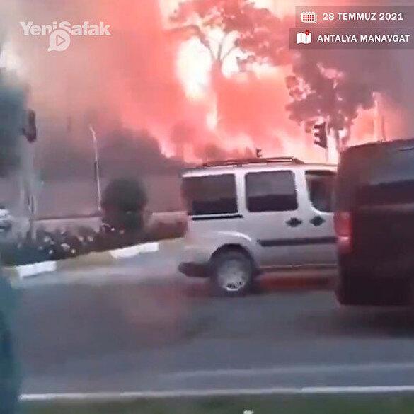 Antalya Manavgat'taki yangın yerleşim birimlerine yaklaştı: Korkutan görüntüler