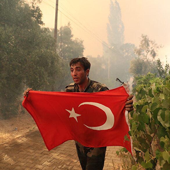 Marmaris'te alevlerle boğuşan Azerbaycanlı itfaiyecilerin Türk bayrağı hassasiyeti