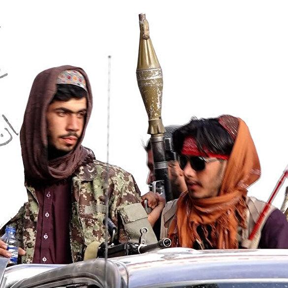 Taliban üyeleri Kabil sokaklarında roket atarlar ile görüntülendi