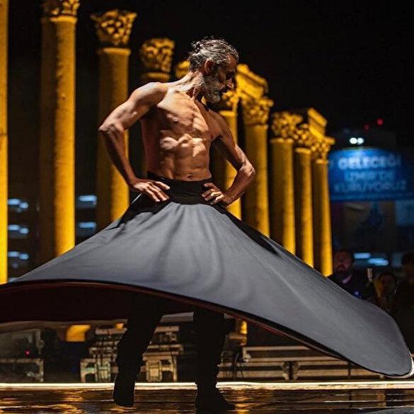 CHP'nin 'döngüsel kültür'ü: Semazen üstünü çıkarıp yarı çıplak halde dans etti