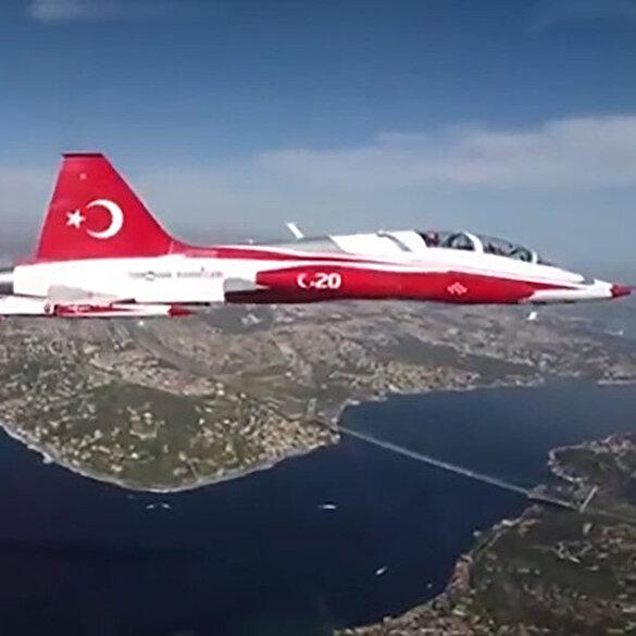 Türk Yıldızları nefes kesen gösteriyi Ampute Milli Futbol takımına armağan etti