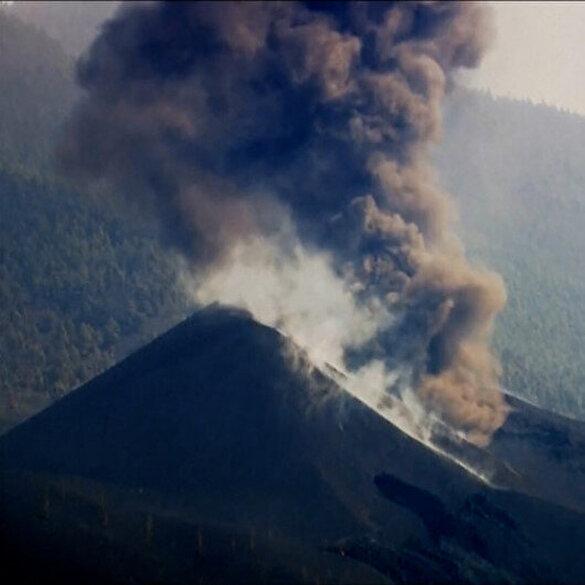 Kanarya Adaları'ndaki yanardağ yeniden lav ve kül püskürttü