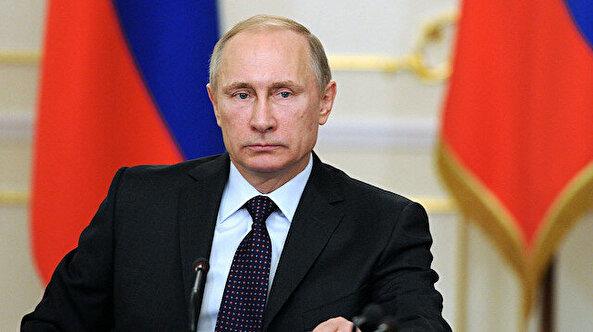 Putin akıllanıyor: Tokalaştığı doktor hastalanınca uzaktan çalışmaya geçti