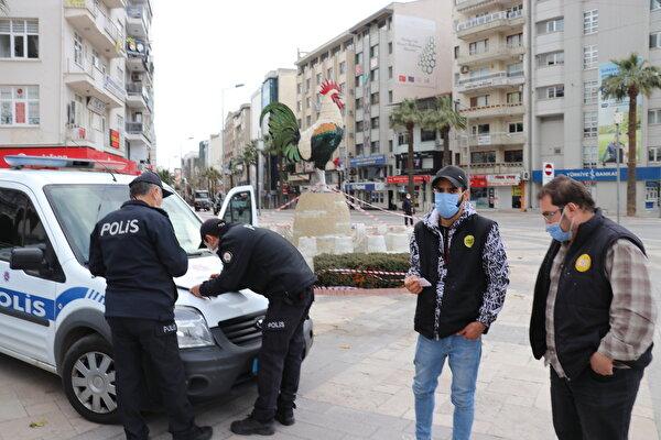 Ξένος υπήκοος που είπε στην αστυνομία ότι ήταν αφγανός που είπε ότι «είμαι τουρίστας» του επιβλήθηκε πρόστιμο για παραβίαση της απαγόρευσης της κυκλοφορίας