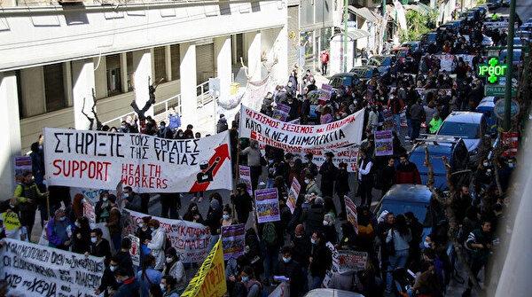 Yunanistan'da sağlık çalışanları sokağa indi