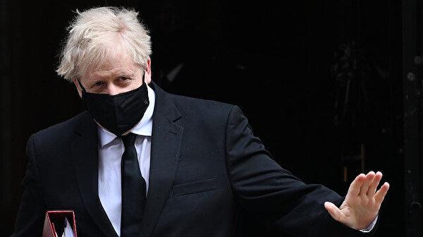 Ο Βρετανός πρωθυπουργός Τζόνσον δίνει ημερομηνία για νέο φάρμακο κατά του κοροναϊού