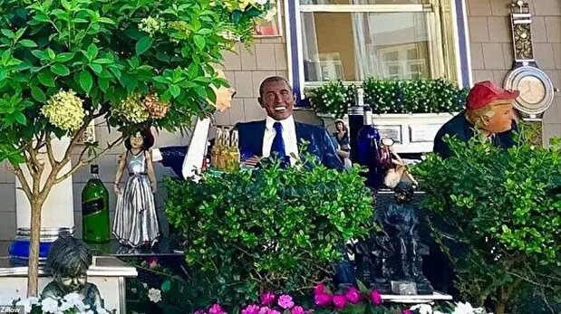 Trump, Obama hang out on porch at bizarre beach house as Biden gawks