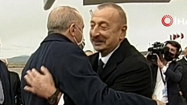 Erdogan embraces Aliyev in warm hug as he tou...