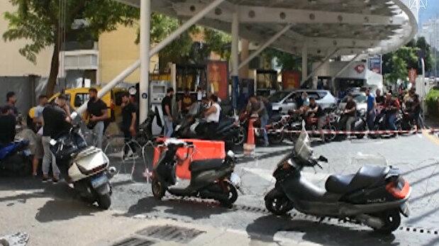 Lebanon fuel crisis causes hours-long queues ...