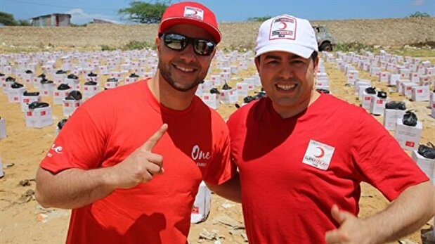 Singer Maher Zain, Turkish Red Crescent deliver aid to Somalia