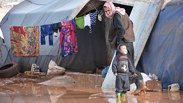 Displaced Syrian civilians struggle to live in Idlib
