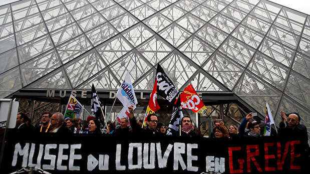 Art lovers face Louvre lock-out as staff join...