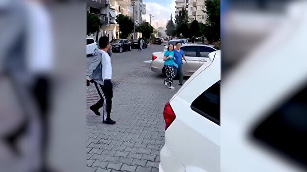 Video captures moment building collapsed in İ...