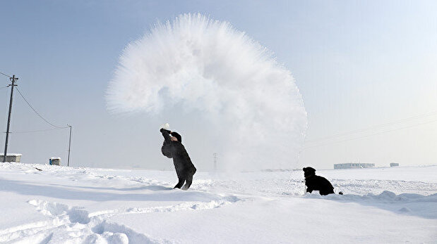 Video shows boiling water freezing in midair ...