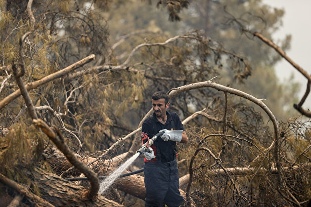 Turkey works around the clock to extinguish fires ravishing Antalya