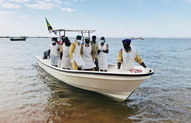 Rescuers recover bodies from capsized boat in Tanzania
