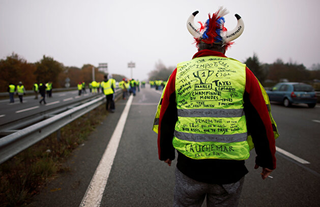 French drivers revolt against high fuel prices