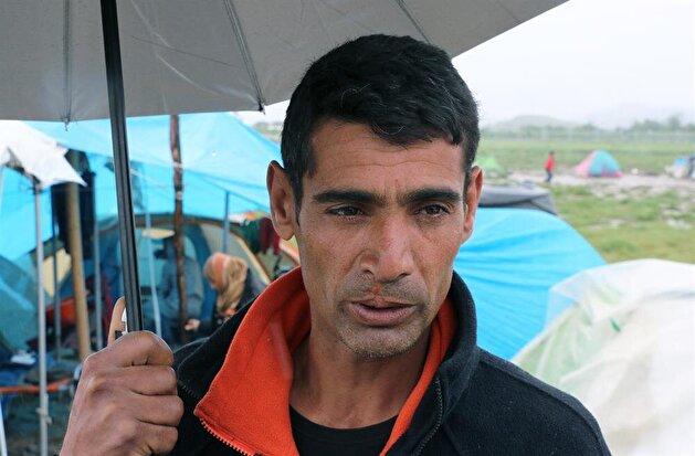 """اليونان .. الأمطار الغزيرة تزيد من معاناة سكان مخيم """"إيدوميني"""" للاجئين"""