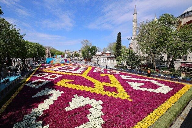 World's biggest 'tulip carpet' on display in Istanbul