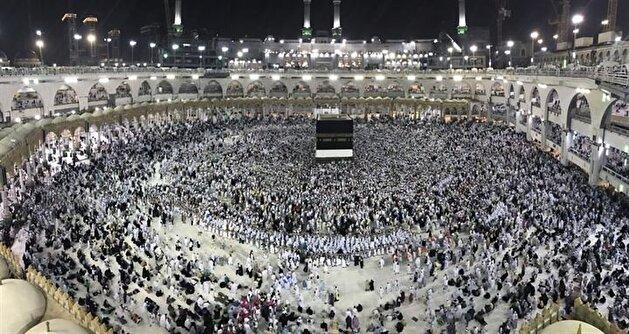 Tearful prayers at the Kaaba