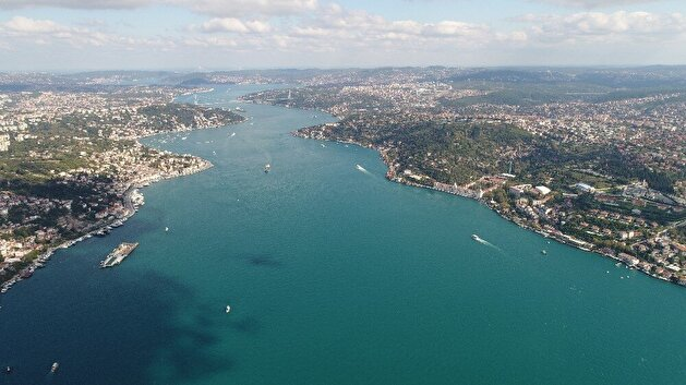 Plankton bloom turns Bosporus turquoise