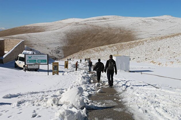 Mount Nemrut receives season's first snowfall