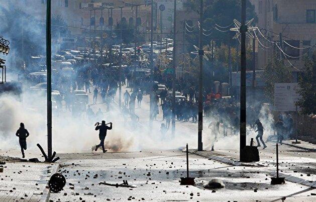 Israeli troops attack Palestinian protestors in Jerusalem, West Bank
