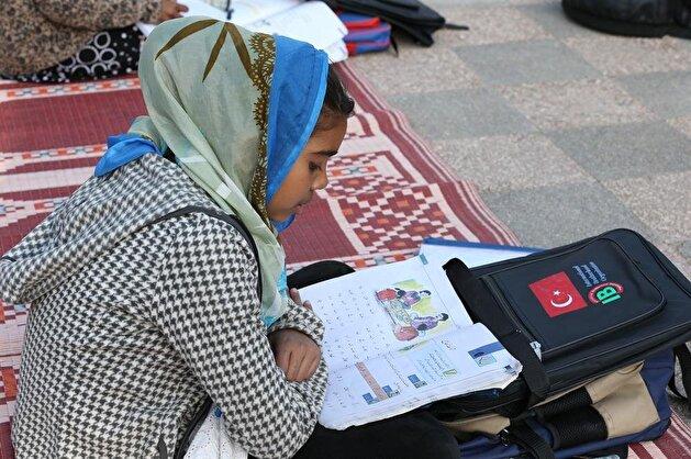 Turkish NGOs provide Pakistani children with school supplies