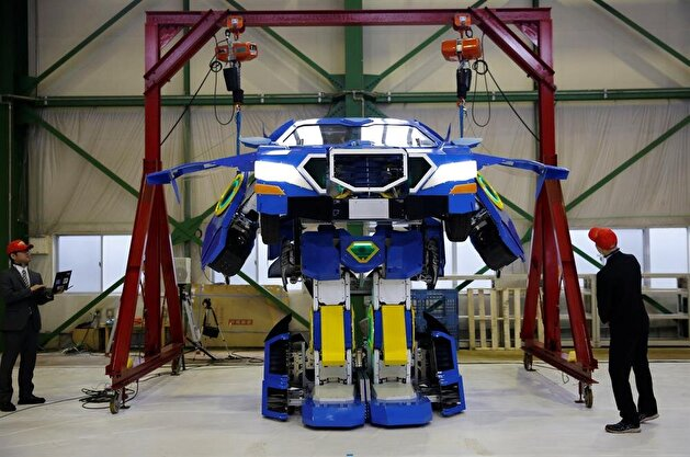 Japan unveils robot that transforms into car