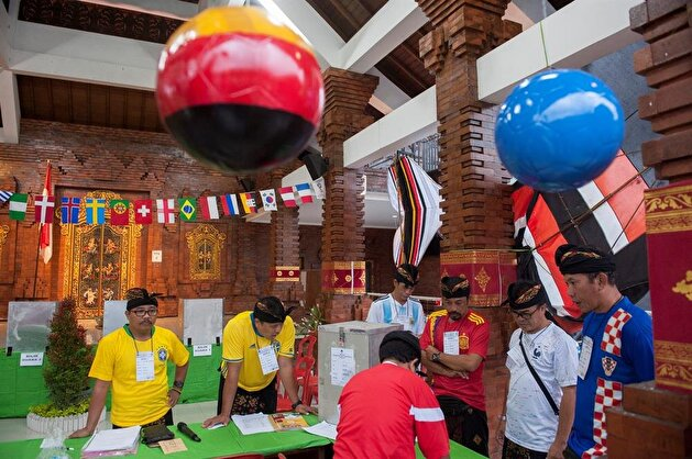 Colorful sights at polling stations during Indonesia's local elections