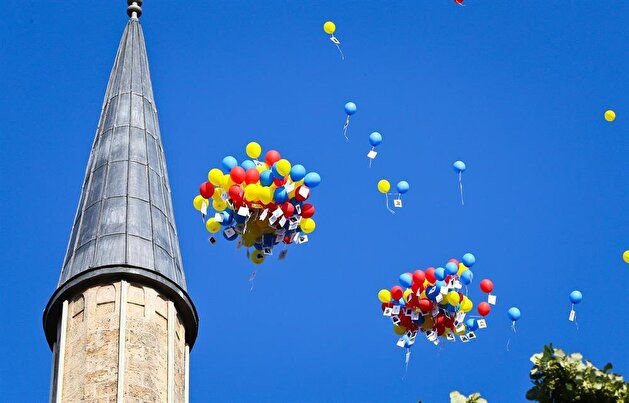 Bosnia releases balloons to commemorate martyrs of Turkey's failed coup