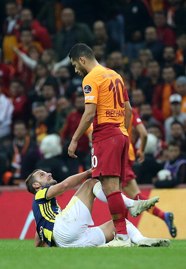 Brawl breaks out after football match between Galatasaray, Fenerbahçe