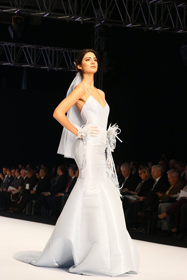 معرض في إزمير التركية يقدّم أحدث موضة في فساتين الزفاف (صور)