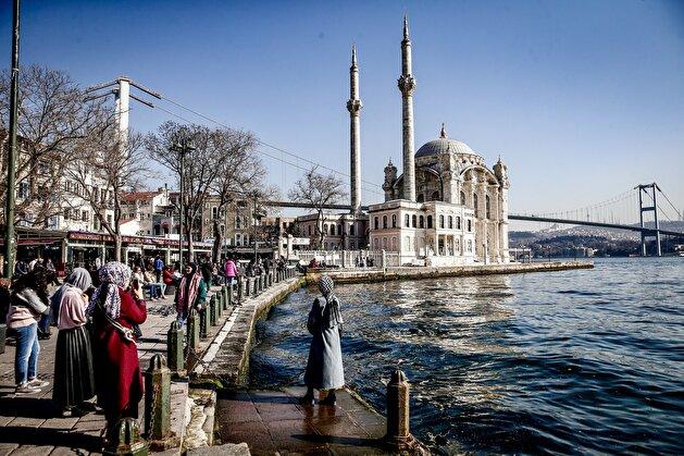 Sun smiles down on elated Istanbulites