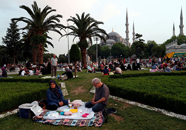 People have their iftar 'break fasting meal' at Sultanahmet Square during the holy month of Ramadan in Istanbul